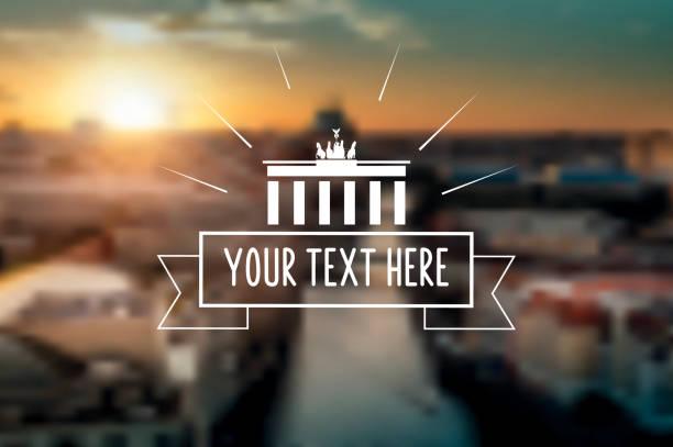 vintage classic berlin-schild auf verschwommene sonnenuntergang panorama - berlin brandenburger tor blurred stock-grafiken, -clipart, -cartoons und -symbole