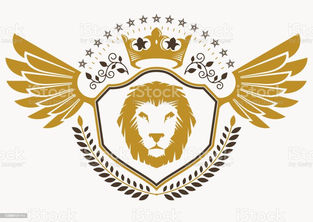 Vintage decorativo heráldico vector brasão de armas compostas com asas de águia, leão selvagem ilustração e coroa real - ilustração de arte em vetor