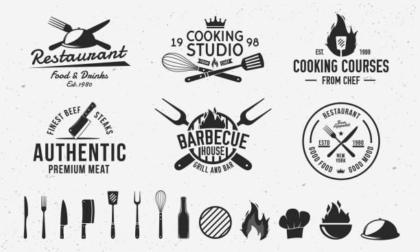 vintage hipster logo-vorlagen und 13 design-elemente für restaurant-business. metzgerei, barbecue, kochkurs und restaurant embleme vorlagen. gabel, messer, schneebesen, kochsymbole. vektor-illustration - grillen stock-grafiken, -clipart, -cartoons und -symbole