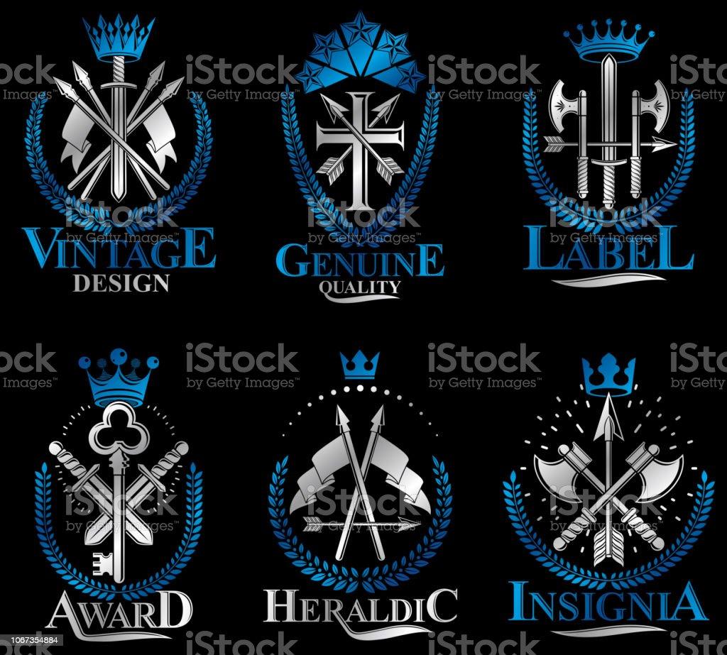 Conjunto de emblemas vintage de arma. Heráldica brasão, coleção de emblemas de vetor vintage. - ilustração de arte em vetor