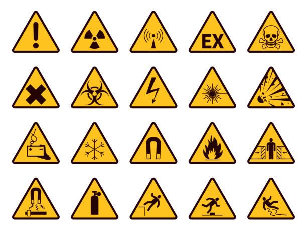 경고 표지판. 노란색 삼각형 경고 기호, 주의 화학 물질, 인화성 및 방사선 위험, 사고 느낌표 주의 벡터 아이콘 - 독성 물질 stock illustrations