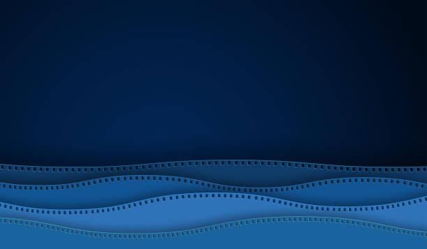illustrations, cliparts, dessins animés et icônes de papier de bande de film de film d'onde d'onde d'isolement sur le fond bleu. caméra de 35 mm diapositive pour la mise en page de la conception de l'affiche de cinéma, bannière, dépliant, brochure, couverture. fermez-vous vers le haut du cinéma de vue a - camera sculpture