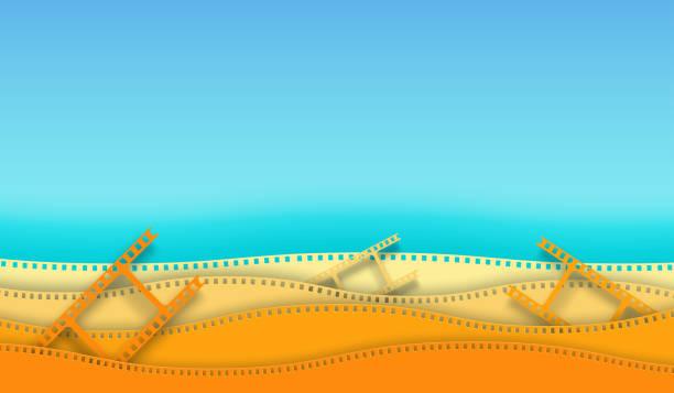 illustrations, cliparts, dessins animés et icônes de papier de bande de film de film d'onde d'onde d'isolement sur le fond coloré. caméra de 35 mm diapositive pour la mise en page de la conception de l'affiche de cinéma, bannière, dépliant, brochure, couverture. fermez-vous vers le haut du cinéma de vu - camera sculpture