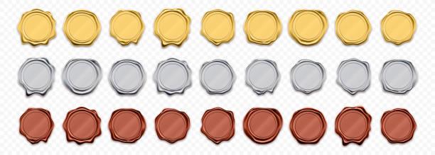 uszczelki woskowe, złote i srebrne znaczki, wektorowe realistyczne etykiety gwarancyjne. błyszczące złote i czerwone woskowe szablony pieczęci, certyfikaty gwarancyjne i gwarancyjne - pieczęć znaczek stock illustrations