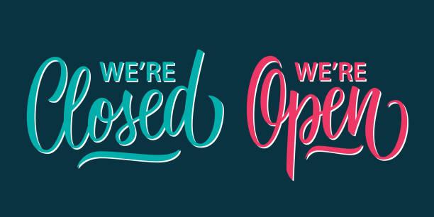 wir sind offen und wir sind handschriftliche inschriften geschlossen. kreative typografie für geschäft, informationen retail store. - offen allgemeine beschaffenheit stock-grafiken, -clipart, -cartoons und -symbole