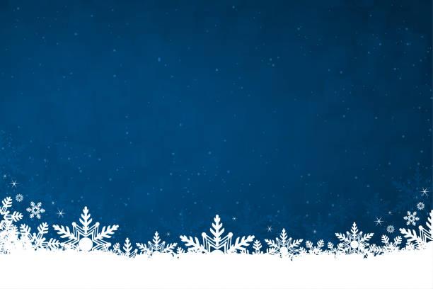 ilustrações, clipart, desenhos animados e ícones de neve colorida branca e flocos de neve na parte inferior de uma ilustração horizontal escura do fundo do natal - inverno