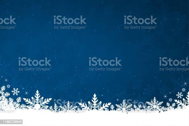 Neve Di Colore Bianco E Fiocchi Di Neve Nella Parte Inferiore Di Unillustrazione Vettoriale Di Sfondo Natalizio Orizzontale Blu Scuro - Immagini vettoriali stock e altre immagini di A forma di stella