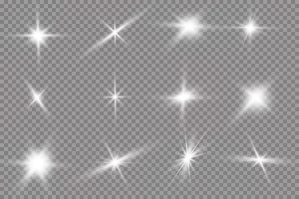 белый светящийся свет взрывается на прозрачном фоне. с лучом. прозрачное сияние солнце, яркая вспышка. центр яркой вспышки. - блестящий stock illustrations