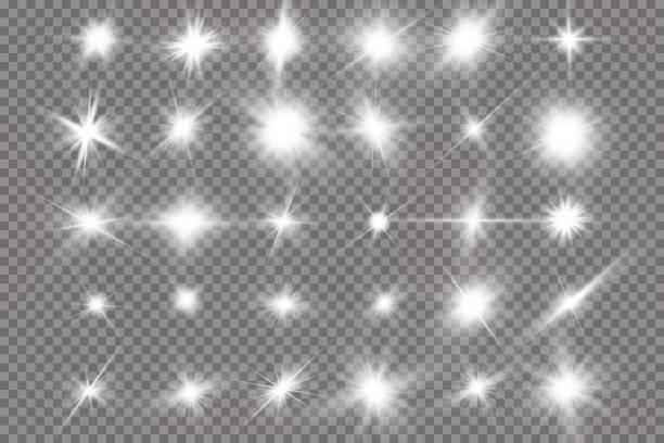 白の光る光が透明な背景に爆発します。レイと透明な輝く太陽、明るいフラッシュ。明るいフラッシュの中心。 - 輝いている点のイラスト素材/クリップアート素材/マンガ素材/アイコン素材