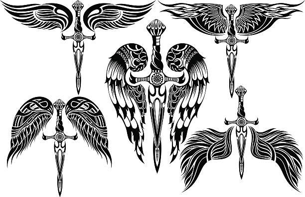 ilustraciones, imágenes clip art, dibujos animados e iconos de stock de gran juego de alas y espada - tatuajes de espadas