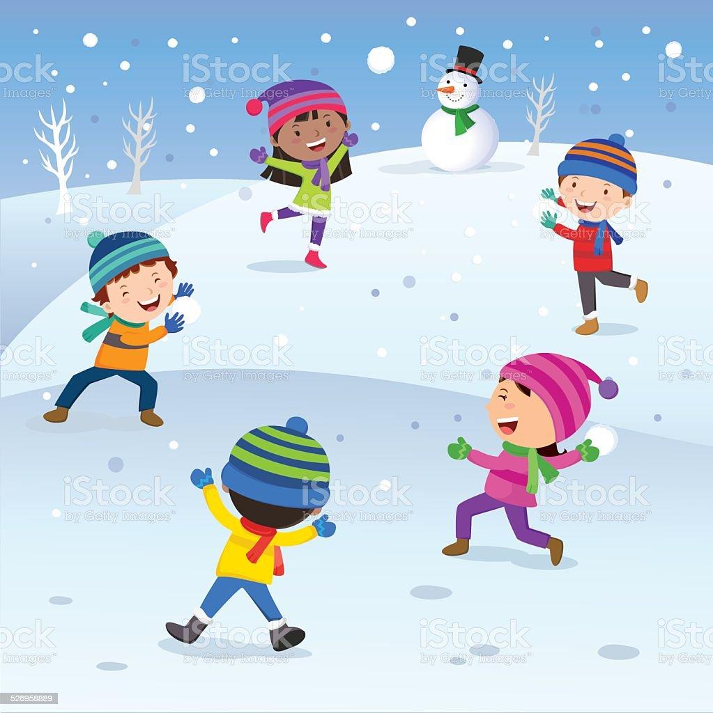 Diversão de inverno. Crianças felizes jogando bolas de neve. - ilustração de arte em vetor
