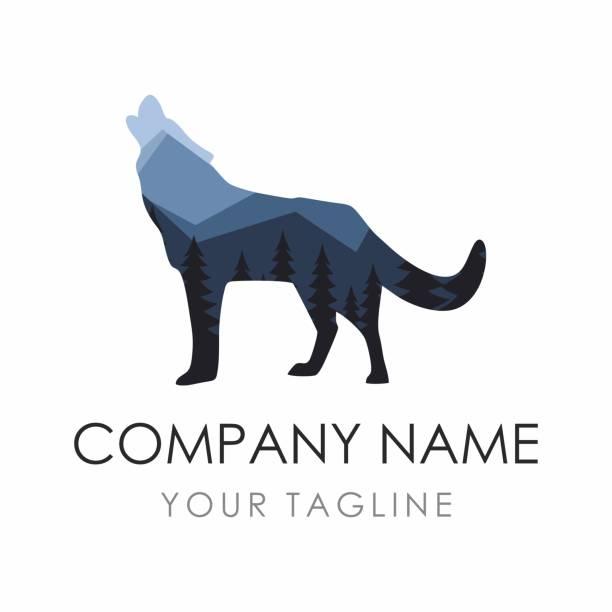 bildbanksillustrationer, clip art samt tecknat material och ikoner med wolf label formgivningsmall bestående av skogs bakgrund - hund skog