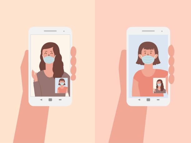 frauen, die chirurgische masken mit videoanrufen tragen, um mit partnern zu sprechen. - smartphone mit corona app stock-grafiken, -clipart, -cartoons und -symbole
