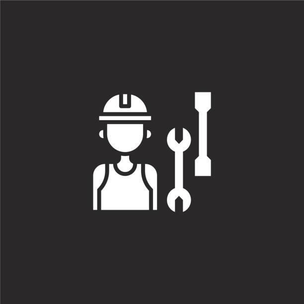 작업자 아이콘을 참조하십시오. 웹 사이트 디자인 및 모바일, 응용 프로그램 개발을위한 채워진 작업자 아이콘. 검은 색 배경에 격리 된 채워진 자동차 서비스 컬렉션에서 노동자 아이콘. - 모자 모자류 stock illustrations