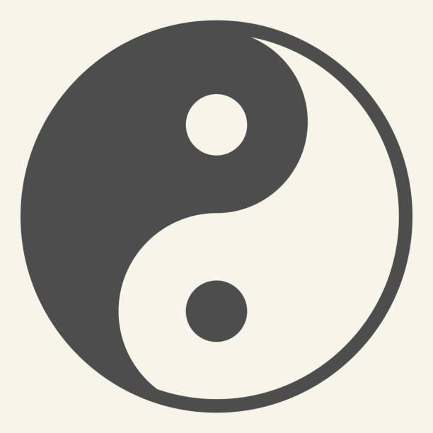 ilustraciones, imágenes clip art, dibujos animados e iconos de stock de icono sólido de yin yang. símbolo de armonía y equilibrio, pictograma estilo glifo sobre fondo beige. firma de filosofía budista yin-yang para el concepto móvil y el diseño web. gráficos vectoriales. - yin yang symbol