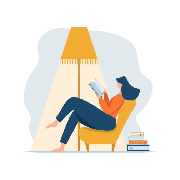 램프 아래 의자에 앉아 책을 읽고 책을 읽고 젊은 성인 여성 및 책의 스택. 만화 여성 캐릭터는 소파에 기대어 집에서 휴식을 취 - reading stock illustrations