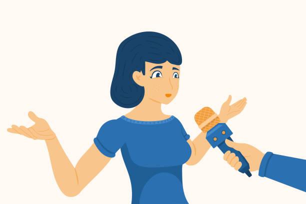 illustrations, cliparts, dessins animés et icônes de jeune fille donnant l'entrevue au correspondant, femme partageant son opinion pour des nouvelles. illustration vectorielle dans un modèle plat - interview
