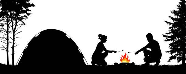 bildbanksillustrationer, clip art samt tecknat material och ikoner med ungdomar campingar i naturen nära tältet. man och kvinna steker marshmallows på bommen. vandrar i skogen. silhuett vektor illustration - skog brand