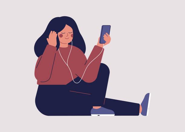 bildbanksillustrationer, clip art samt tecknat material och ikoner med ung kvinna lyssnar på musik eller ljudbok med hörlurar på sin smartphone - unga kvinnor