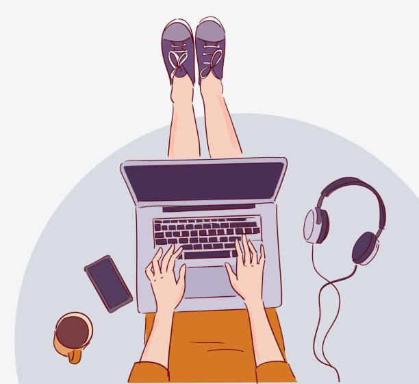 illustrazioni stock, clip art, cartoni animati e icone di tendenza di young woman sitting on floor and working on laptop computer - ragazze adolescenti