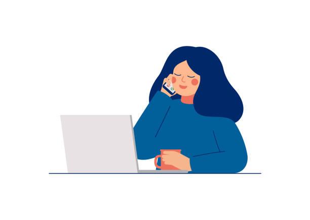 ilustrações, clipart, desenhos animados e ícones de mulher nova que trabalha no computador portátil e que fala no telefone móvel. - call