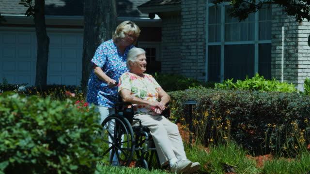 高齢者の女性の車椅子 1080HD ビデオ