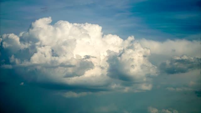seamaless clouds moving time lapse - поститься стоковые видео и кадры b-roll