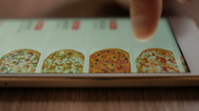 vídeos de stock e filmes b-roll de man orders pizza using online delivery service with smartphone.  closeup. 4k uhd. los angeles - mart 2018. - pizza