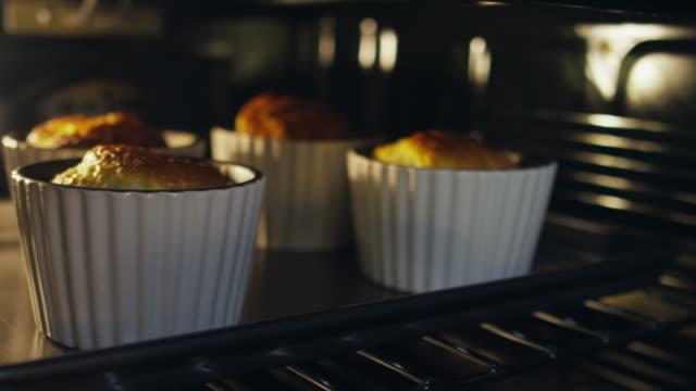 vídeos y material grabado en eventos de stock de souffle baking - suflé