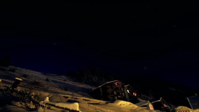 mountain chalet at night - nightsky bildbanksvideor och videomaterial från bakom kulisserna