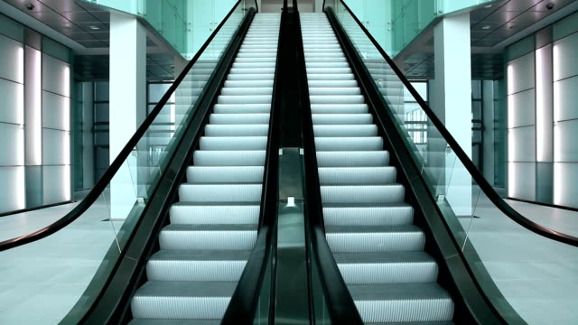 scale mobili - escalator video stock e b–roll