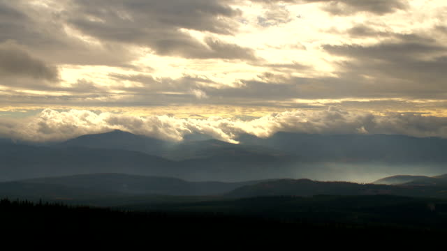 SUNBEAMS IN THE MOUNTAINS AND FOREST video