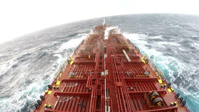 mare increspato - nave cisterna video stock e b–roll