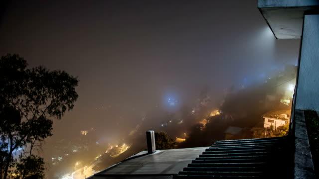 эквадор guapulo niebla отъездом con - линия экватора стоковые видео и кадры b-roll