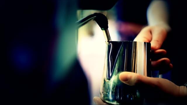バリスタコーヒーを ビデオ