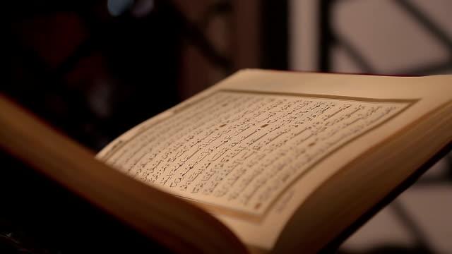 stockvideo's en b-roll-footage met quran - koran
