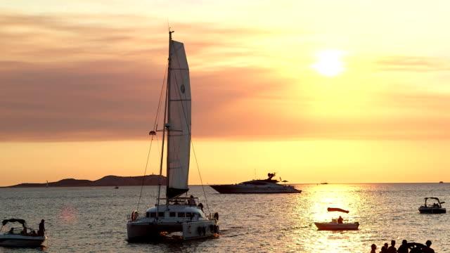 vídeos de stock e filmes b-roll de catamarn sailing ibiza - ibiza