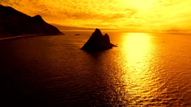 夕日に映える小島 - 北海道点の映像素材/bロール