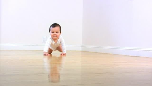 BABY CRAWL WHITE (HD) video