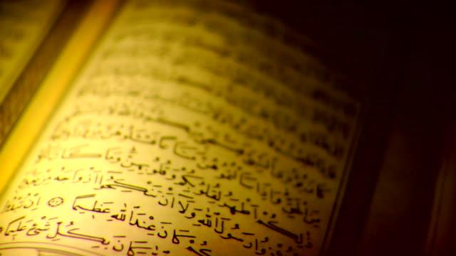 stockvideo's en b-roll-footage met quran _ islam holy book - koran