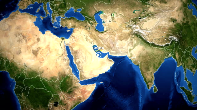 vidéos et rushes de zoom de terre dans le plan d'accès - doha qatar - doha