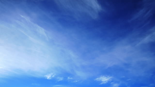 vídeos de stock, filmes e b-roll de limpar nuvens: hq 1080 p 4:4: 4 rgb - cirro