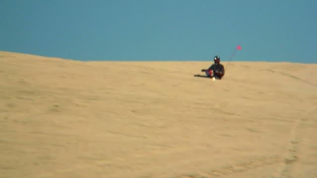 stockvideo's en b-roll-footage met hd 1080p quad on a hill - infaden