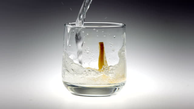 180fps Super Slow Motion Sparkling Water and Lemon Falling into Glass 180fps Super Slow Motion Sparkling Water and Lemon Falling into Glass tonic water stock videos & royalty-free footage