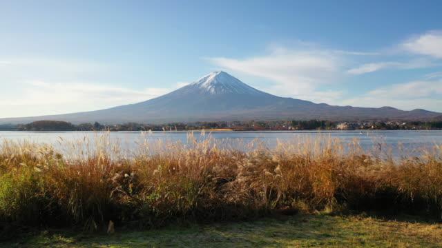 4k luftaufnahmen sonnenuntergang von fuji mountain,japan - pagode stock-videos und b-roll-filmmaterial