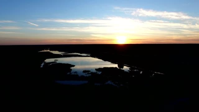 4k aerial - magic sunset over forest lake. - four seasons filmów i materiałów b-roll