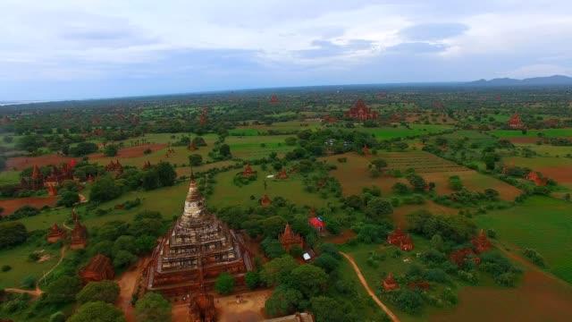 4k aerial panorama - Shwe San Daw Pagoda and temples video