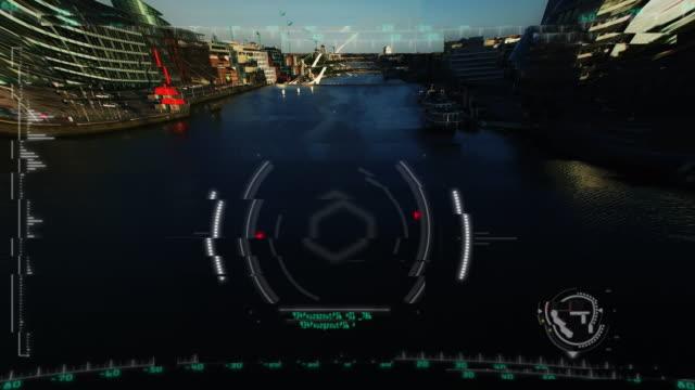 vidéos et rushes de 4 k tir aérien au-dessus de dublin avec animation cible - armement