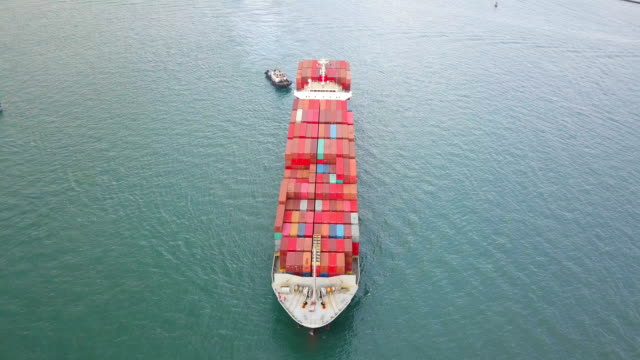 4k aerial shot track of container ship in ocean - nave mercantile video stock e b–roll