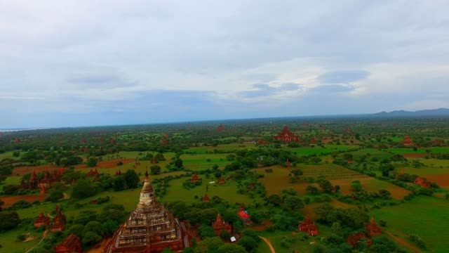 4k aerial - Shwe San Daw Pagoda and other temples video